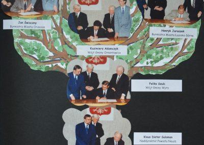 Drzewo genealogiczne wraz ze zdjęciami autorów porozumienia z 9 listopada 1994 roku