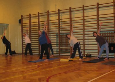 zajęcia gimnastyczne dla osób starszych organizowanych przez PUTW